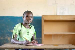 Mädchen im Klassenraum